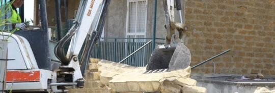 Demolizione di un muro divisorio. In giudizio devono essere presenti tutti i comproprietari